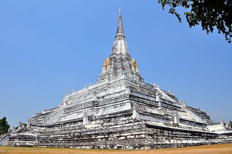 800px-Wat_Phu_Khao_Thong_(Ayutthaya)