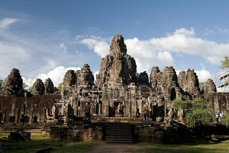 bayon-temple-angkor-thom-cambodia-tourists-4