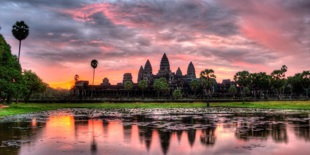 F2R0HK HDR Sunrise over Angkor Wat